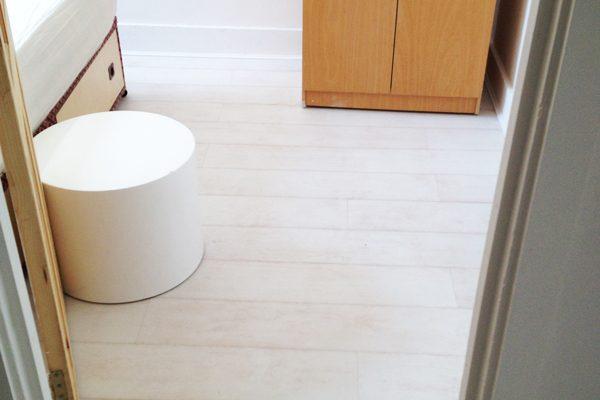 Bedroom laminate flooring